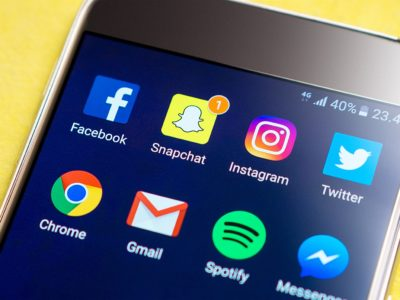 Instagram vs Snapchat (Which is a better Marketing Tool?)